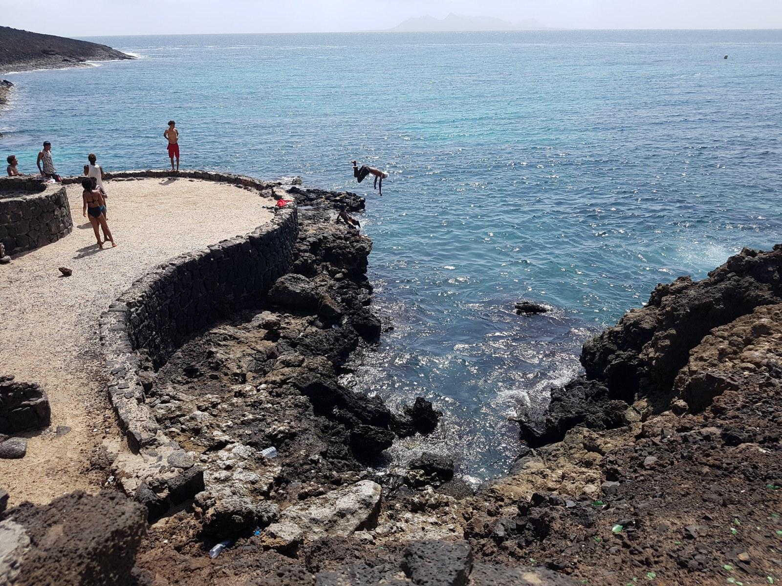Ein Sprung ins erfrischende Nass auf der Insel Sao Vicente